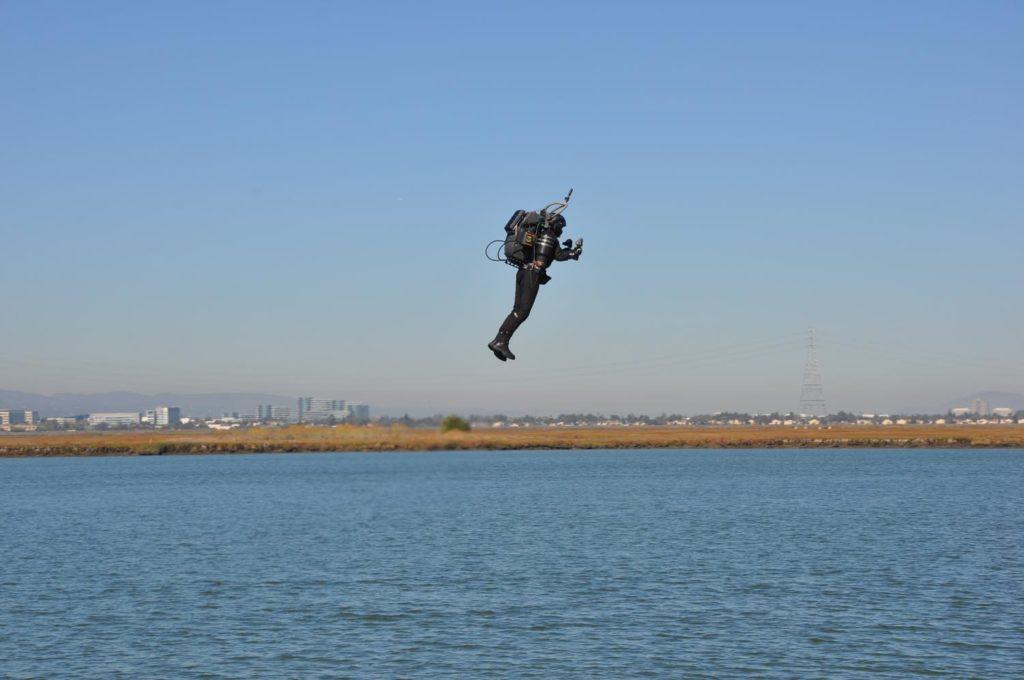 jetpack au dessus de l'eau
