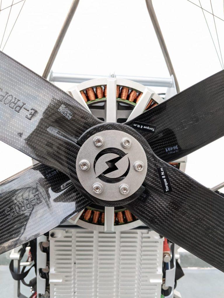 vue de la face arrière du paramoteur électrique skywalker