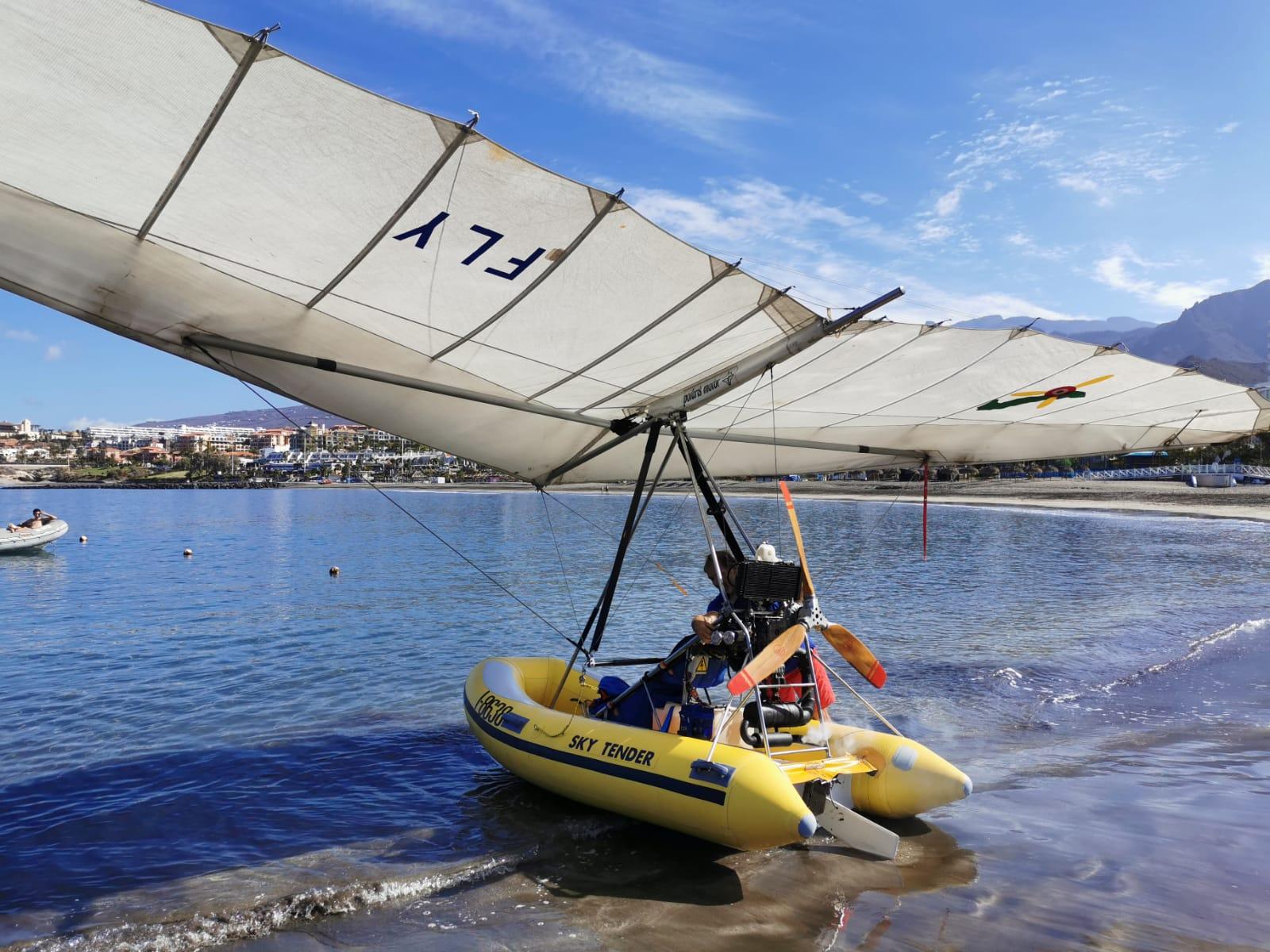 bateau pneumatique volant au départ de la plage
