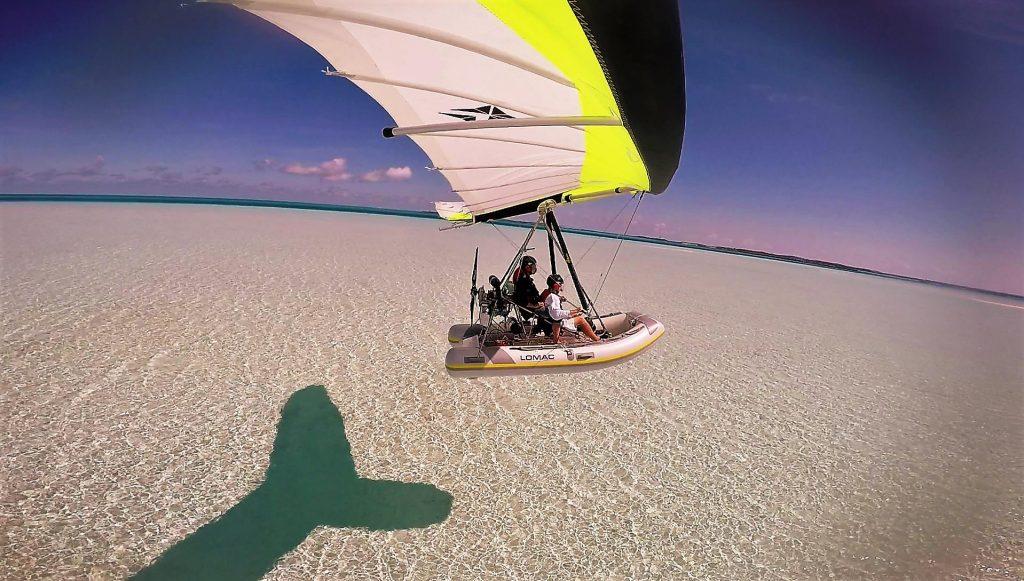nouvel hydravion ulm polaris à l'atterrissage au paradis