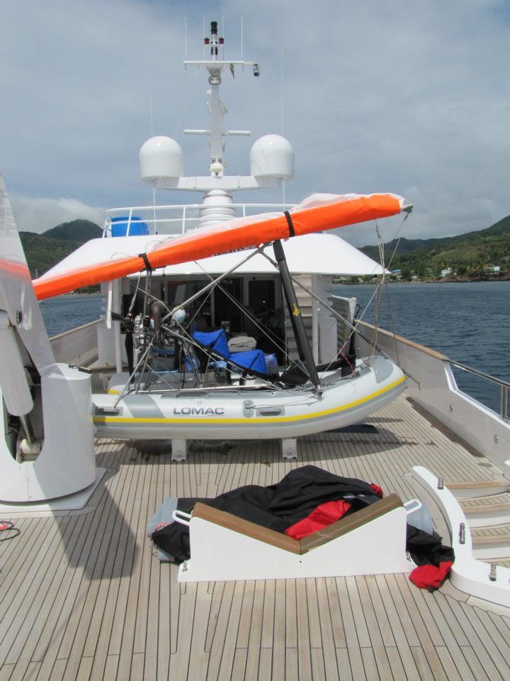 hydravion sur le pont du yacht